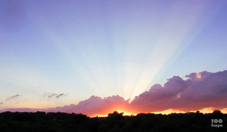 złoto zachodzącego słońca