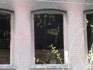 Pogorzelisko wewnątrz budynku