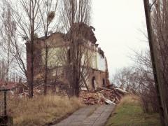 Budynek w trakcie wyburzania